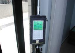 Misurazione onde elettromagnetiche prima della schermatura con tende