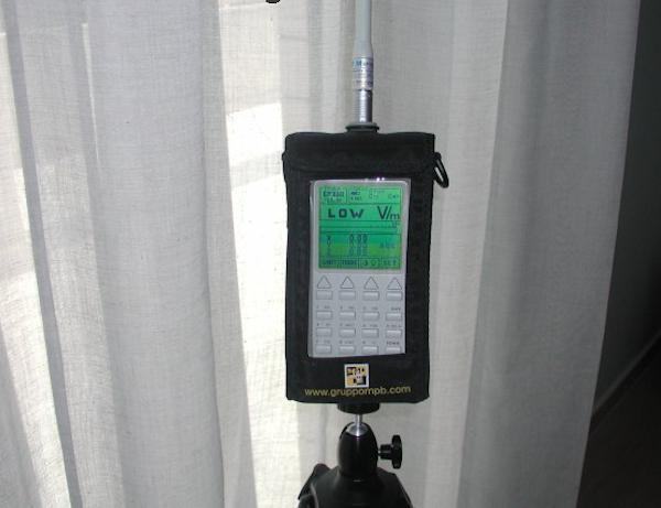 Misurazione dopo aver installato tende elettrosmogTex