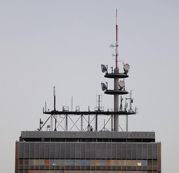 Antenne potenti generatrici di campi elettromagnetici