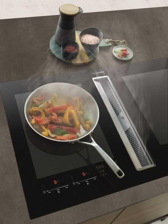 Piano a induzione cappa integrata Dynamic Surface di Kitchenaid