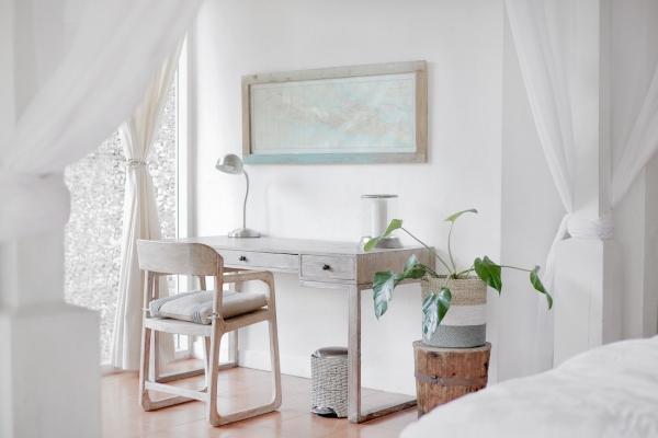 Ufficio domestico in camera da letto con séparé in tessuto
