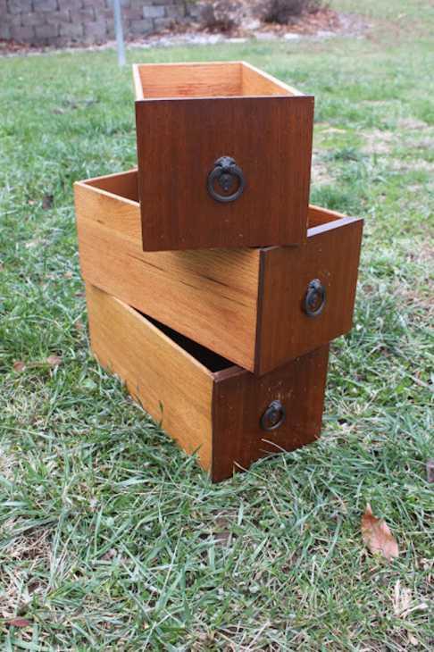 Mensole fai da te con vecchi cassetti: parte 1, da namelyoriginal.blogspot.com