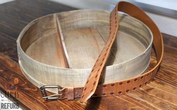 Mensole fai da te con una scatola del formaggio: parte 2, da hometalk.com