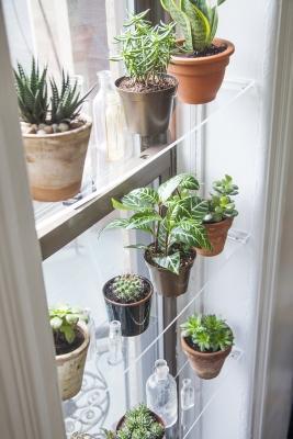 Mensole fai da te alla finestra, da designsponge.com