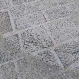 Pavimentazione in pietra lavica basalto