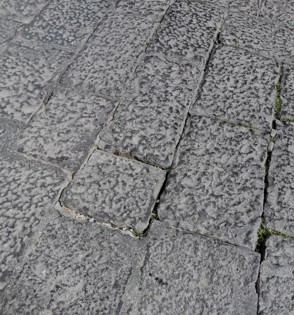 Pavimentazione deteriorata mancanza di sigillatura
