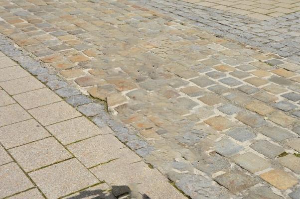 Pavimentazioni esterne realizzate con pietre diverse