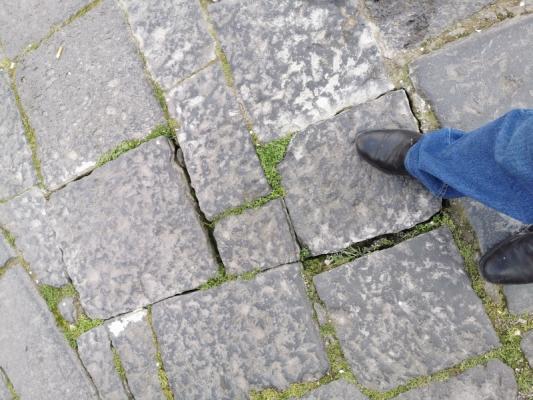 Pavimentazioni esterne in basalto deformate