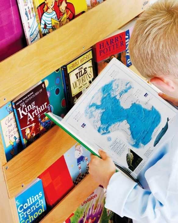 Libreria montessoriana per bambini