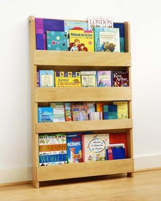 Libreria frontale Tidy Books su Family Nation