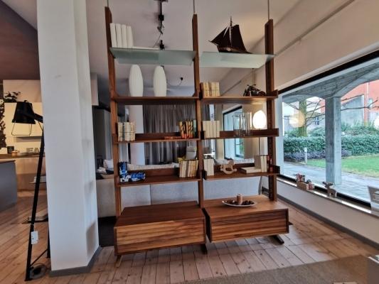 Dividere ingresso e salone - libreria bifacciale Dale Italia