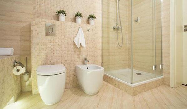 Dotazione minima di un bagno: doccia o vasca, lavandino, wc e bidet