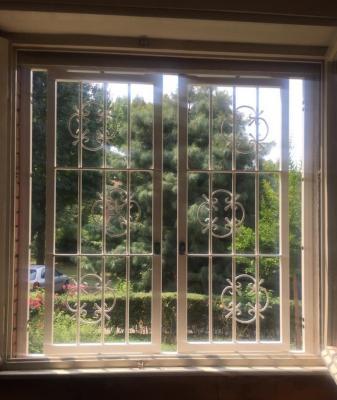 Inferriata apribile per finestre di aspetto classico by Sicurezza Italia