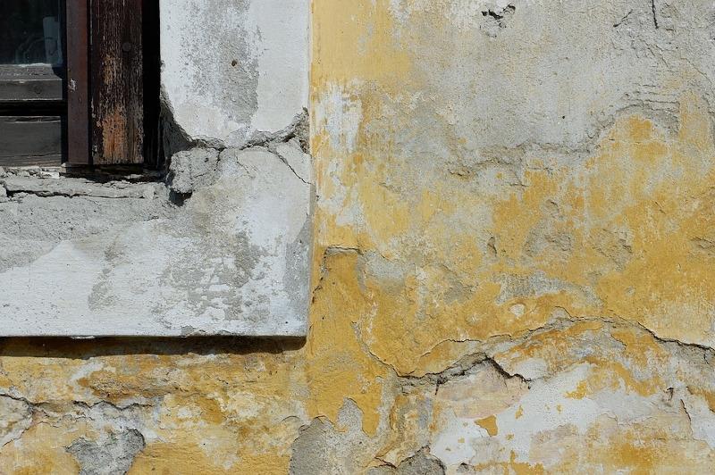 Umidità di risalita danneggia i pilastri in calcestruzzo