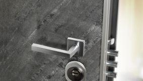 Porta blindata in ardesia: solidità e bellezza