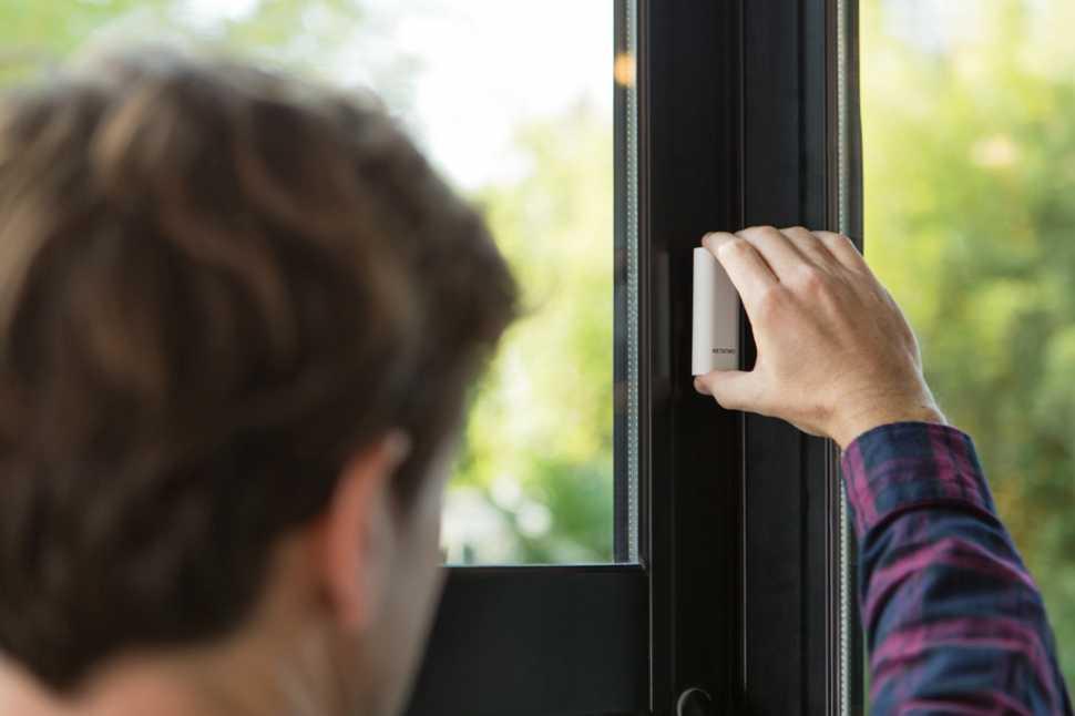 Installazione del sensore intelligente per finestra di Netamo