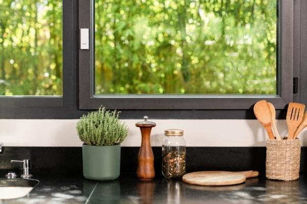 Sensore intelligente Netamo su finestra chiusa