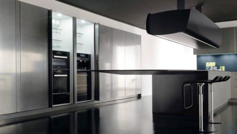 Cucina Invisibile con pensile automatico di Toncelli