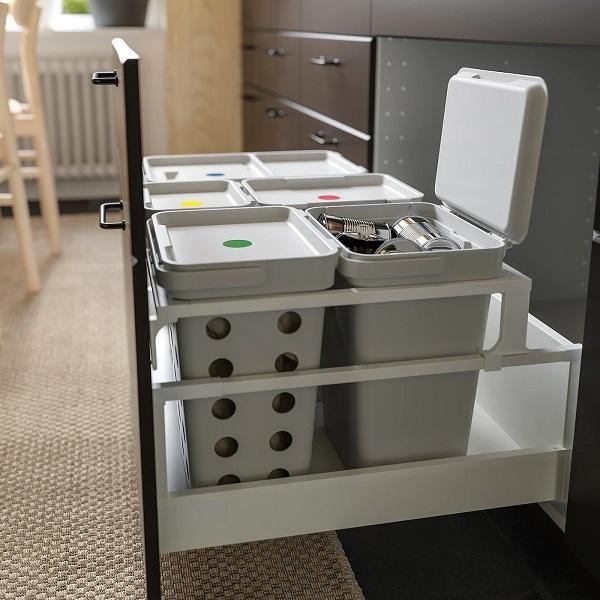 Hallbar è uno dei sistemi Ikea per la raccolta differenziata dei rifiuti