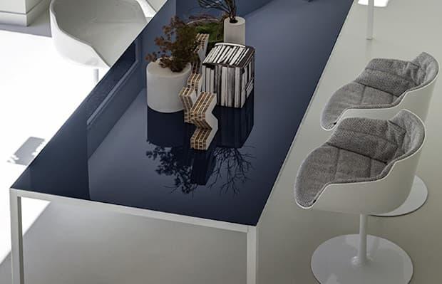 Tavolo Lim 3.0 blu avio - Design B. Fattorini per Metrica, foto by MDF Italia
