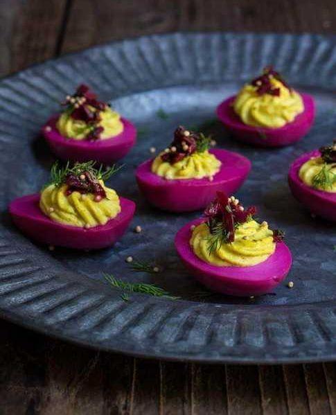 Uova ripiene e colorate di Viktoriastable.com