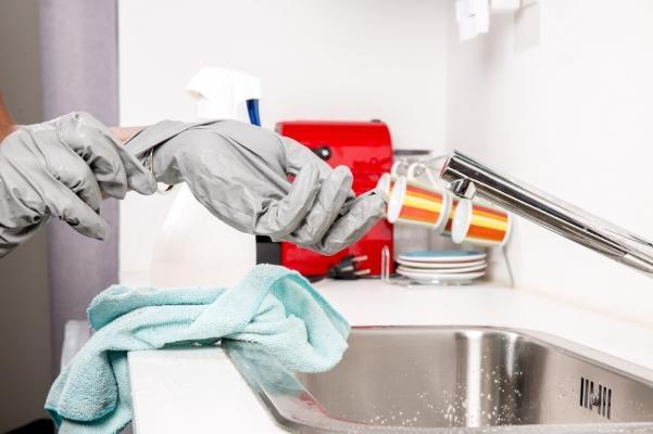 Tessuti antibatterici e loro utilizzo: guanti realizzati con materiale antibatterico