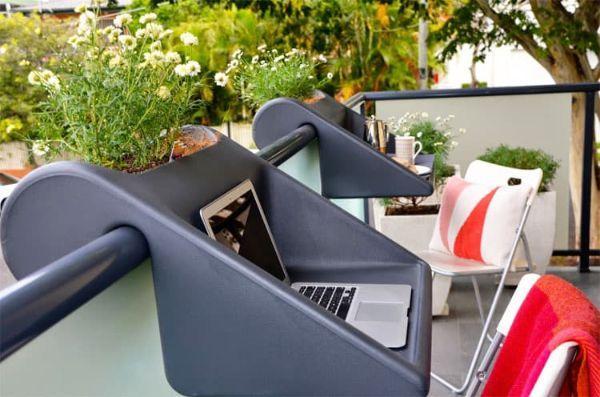 Balcony Desk di Rephormhaus per lavorare sul balcone