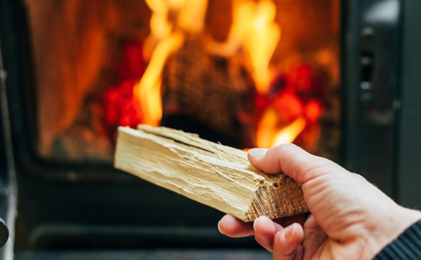 Le stufe sono alimentate a legna o pellet