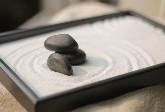 Vassoio di lacca nero per mini-giardino zen, da etsy.com
