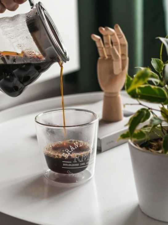 Postazione per il caffè dentro casa