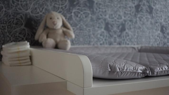 Il fasciatoio è uno degli elementi fondamentali nella camera del bebè