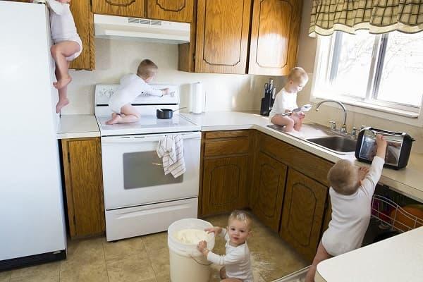 Incidenti domestici: i pericoli in casa per i bambini, da health.usnews.com