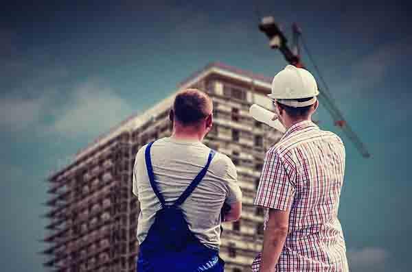 Il Direttore dei Lavori sorveglia l'andamento del cantiere