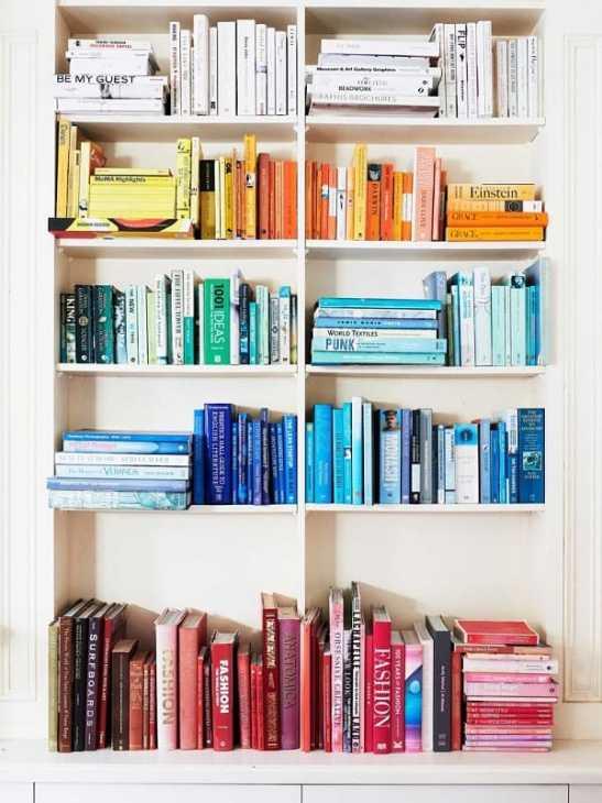 Ordinare libreria per colore, da domino.com