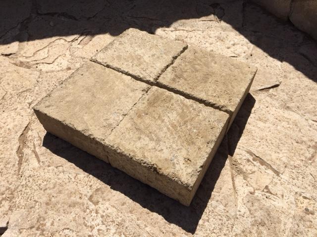 Piastrelle in tufo per pavimento carrabile, Tufo Etrusco