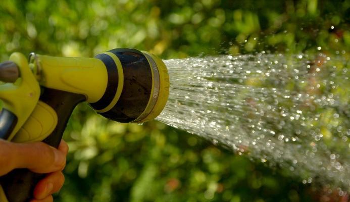 Irrigazione manuale spazi verdi