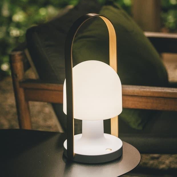 La lampada ricaricabile FollowMe di Marset