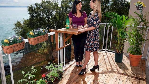 Tavolino da ringhiera in balcone
