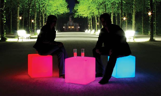 Tavolini e sedute luminose Cube LED Accu Outdoor di Moree