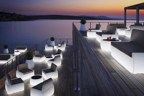 Divani, poltrone e tavolini luminosi Bold T - LU di Sediarreda