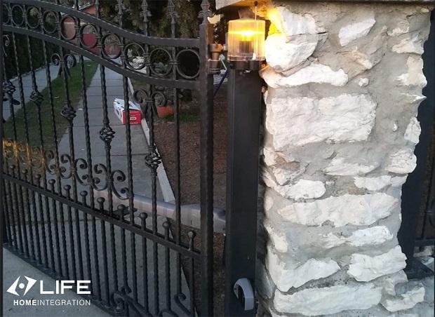 Particolare esterno cancello automatico, Life Home Integration