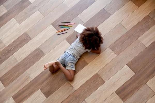 Posa in opera pavimenti per ambienti interni