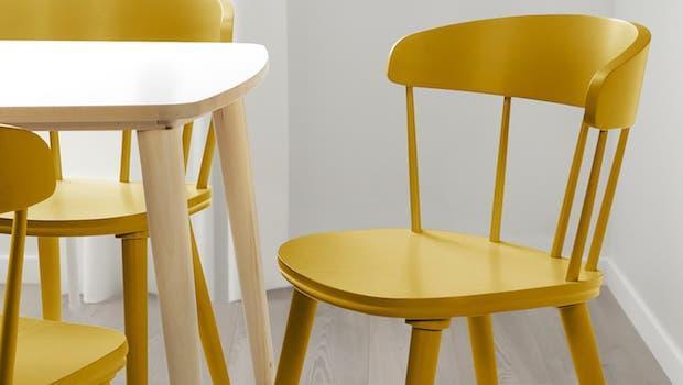 Sedia Omtaenksam di colore giallo - Fonte foto: Ikea