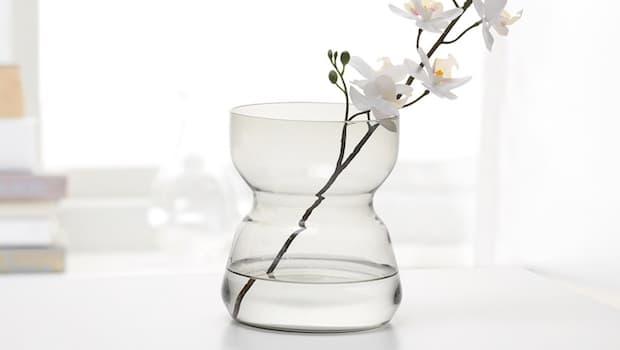 Vaso in vetro Omtaenksam - Fonte foto: Ikea