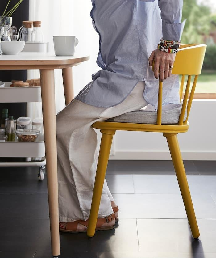 Sedia gialla Omtaenksam - Fonte foto: Ikea