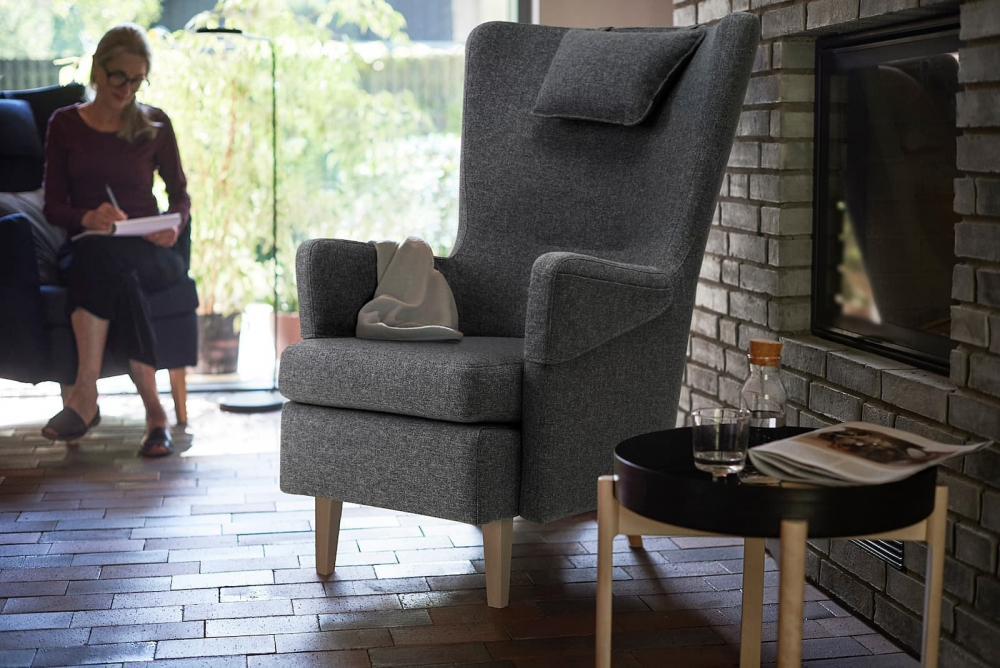 Poltrona con fodera antracite Omtaenksam - Fonte foto: Ikea