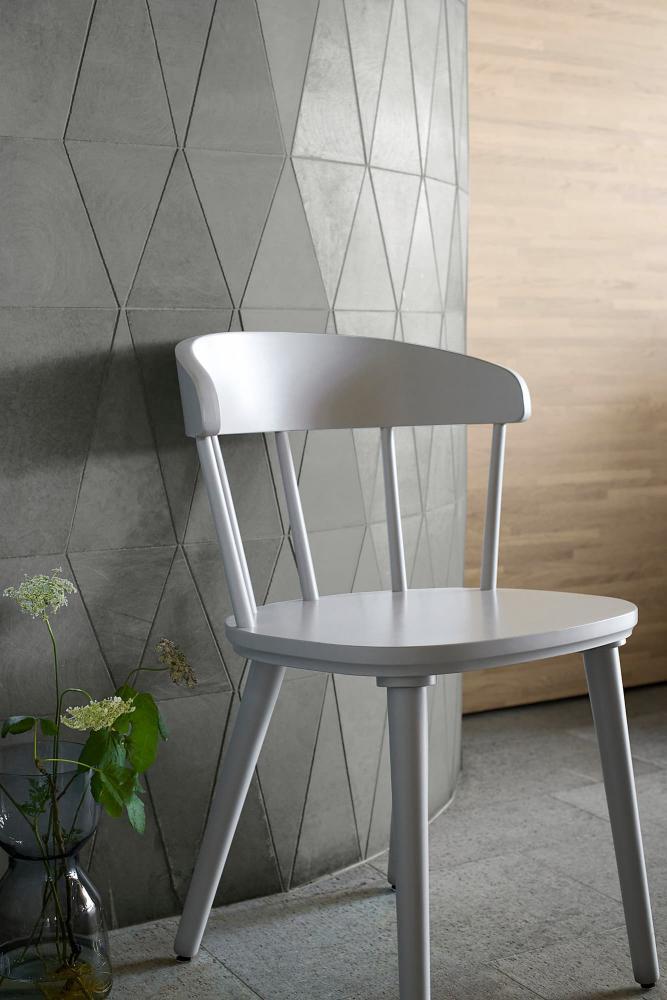 Sedia grigio chiaro Omtaenksam - Fonte foto: Ikea