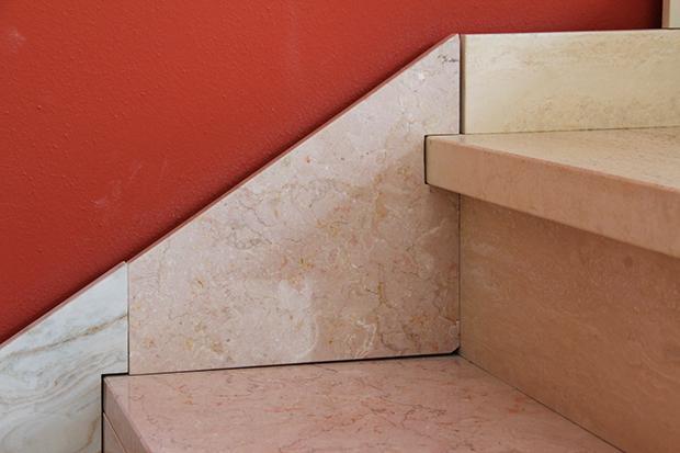 Rivestimento in marmo bianco per scala moderna, by Marmi ZEM