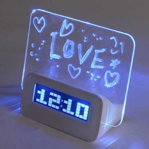 Sveglia elettronica Baban con penna per scrivere messaggio lavagnetta su Amazon