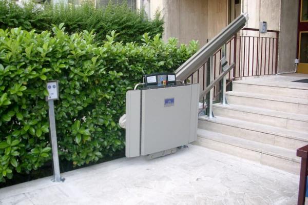 Servoscale per condominio X3 di Garaventa Lift